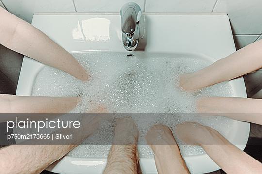 Hände waschen - p750m2173665 von Silveri