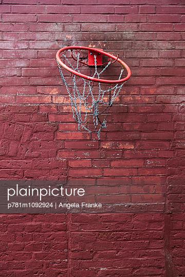 Basketballkorb - p781m1092924 von Angela Franke