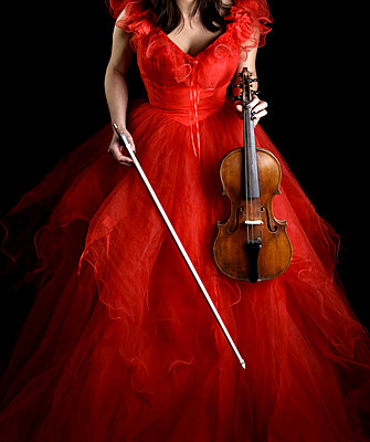Woman with violin - p1019m776837 by Stephen Carroll