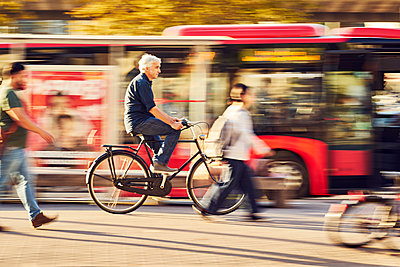 Bicylist in the city - p1312m1515406 by Axel Killian