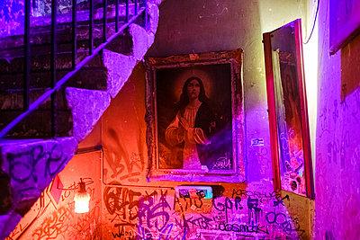 Ruin bar, Szimpla Kert, Budapest, Hungary - p1600m2184164 by Ole Spata