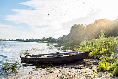 Boot am Strand - p890m2044179 von Mielek