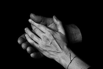 Hände IV - p999m755220 von Monika Kluza