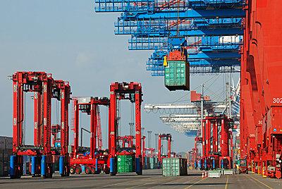Containerbrücke - p1099m882898 von Sabine Vielmo