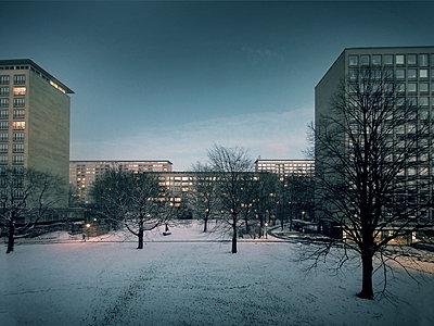 Grindelhochhäuser Hamburg im Zwielicht - p1282m1105093 von Stefano Boragno