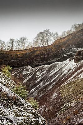 Vulkankrater - p445m891277 von Marie Docher