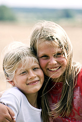 Sisters - p7540023 by Valea Diller-El Khazrajy