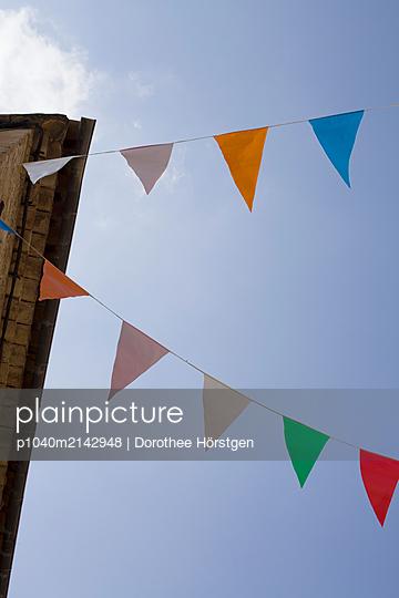 Wimpel in Figanieres - p1040m2142948 von Dorothee Hörstgen
