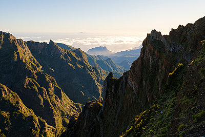 Portugal, Madeira, Mountain scenery - p1600m2175662 by Ole Spata