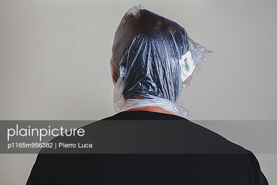 Erstickungsgefahr - p1165m956382 von Pierro Luca