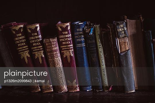 Alte Bücher - p1326m2099843 von kemai
