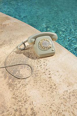Am Pool - p045m901466 von Jasmin Sander