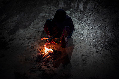 Woman and small fire  - p1007m2099082 by Tilby Vattard