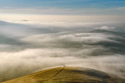 Menschen auf einem Hügel - p1326m2133528 von kemai