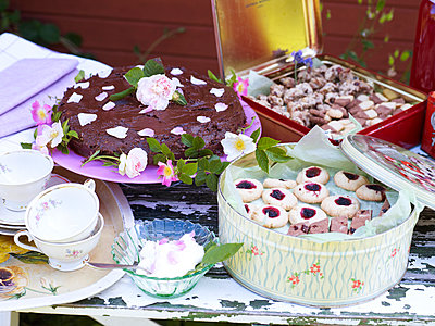 Cakes and cookies - p312m894714f by Johner