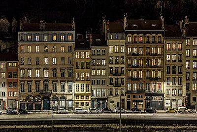 Häuserzeile in der Altstadt von Lyon - p910m1467684 von Philippe Lesprit