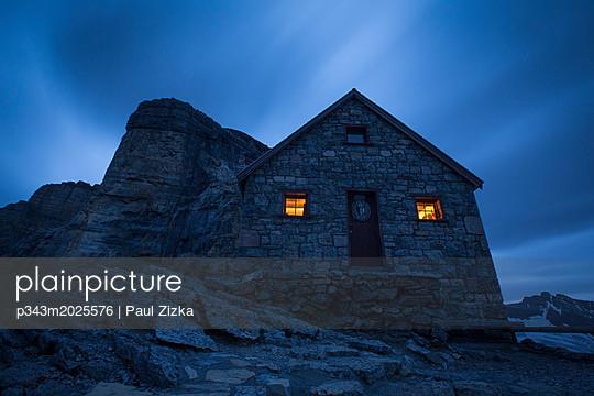 Stone house at night, Lake O'Hara, Yoho National Park, Alberta, Canada - p343m2025576 by Paul Zizka