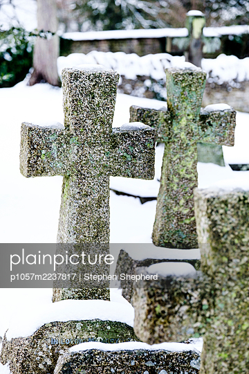 Great Britain, Cirencester, Stone crosses in a cemetery - p1057m2237817 by Stephen Shepherd