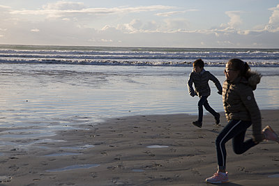 Freedom on the beach - p596m2092254 by Ariane Galateau