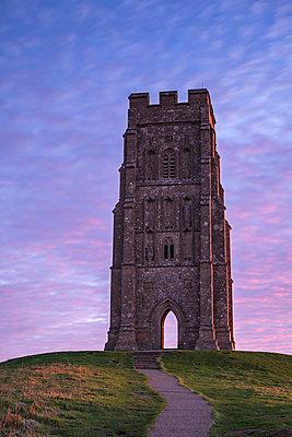 St. Michael's Tower on Glastonbury Tor at dawn in winter, Glastonbury, Somerset, England, United Kingdom, Europe - p871m2209436 by Adam Burton