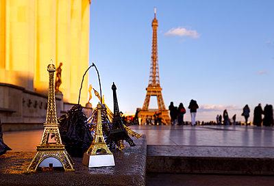 Eiffelturm als Souvenir - p110m2055443 von B.O.A.