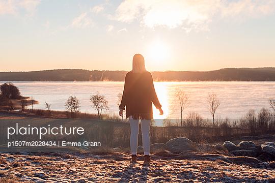 Sunset girl - p1507m2028434 by Emma Grann