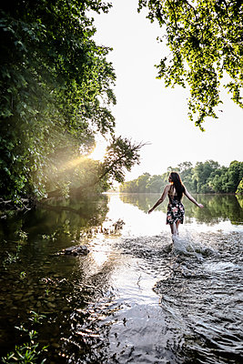 Young woman in the river - p1019m2099996 by Stephen Carroll
