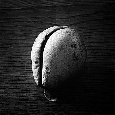Pear - p1661m2245391 by Emmanuel Pineau