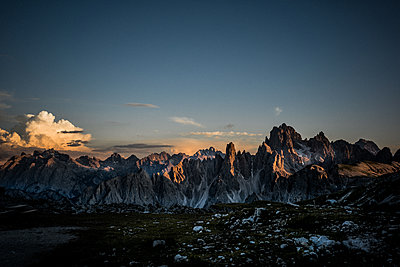 Mountain range in the Dolomites at sunset - p741m2077003 by Christof Mattes