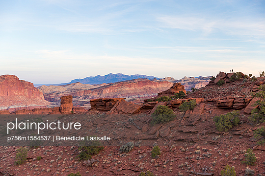 Blick über den Canyon - p756m1584537 von Bénédicte Lassalle