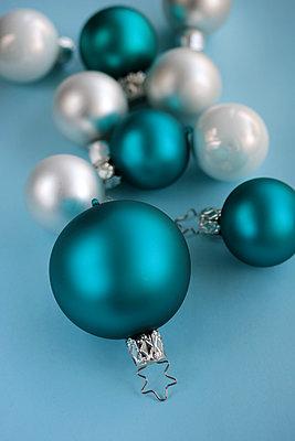 Christmas bulbs - p450m2027923 by Hanka Steidle