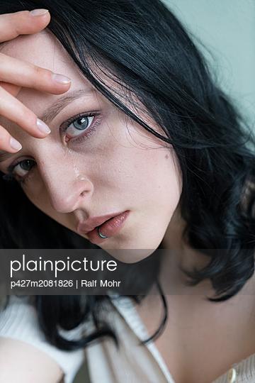 Sad woman - p427m2081826 by Ralf Mohr