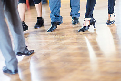Dance class footwork in studio - p300m1206022 by zerocreatives