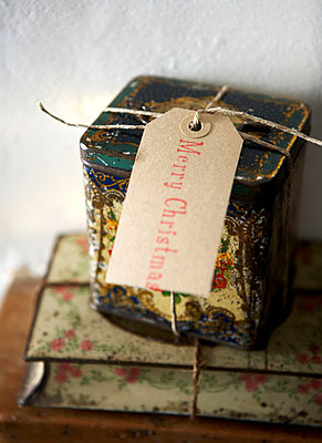 Christmas label on vintage storage tin in Isle of Wight home;  UK - p349m920064 by Rachel Whiting