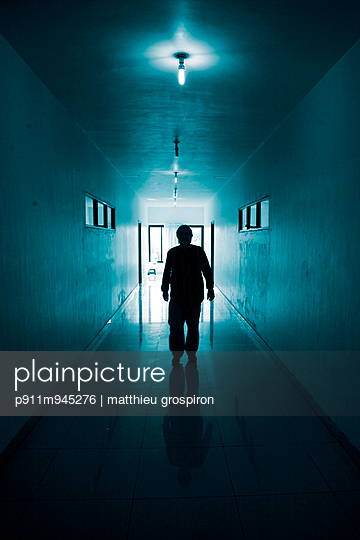 Straight Blue Line - p911m945276 by matthieu grospiron
