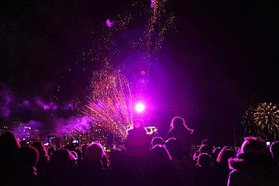 Firework - p1468m1559203 by Philippe Leroux