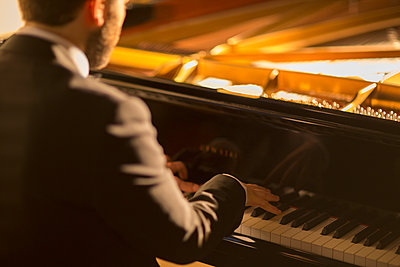 Pianist performing - p1023m2201651 by Martin Barraud