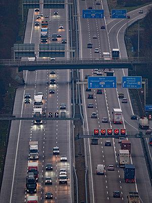 Deutschland, Autobahn - p1549m2158052 von Sam Green
