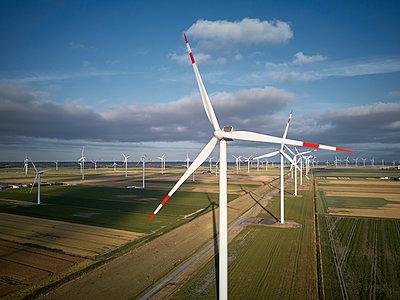 Windpark - p893m2071715 von Thomas Ebert