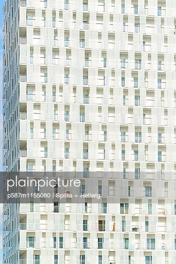 Wohnblock - p587m1155080 von Spitta + Hellwig