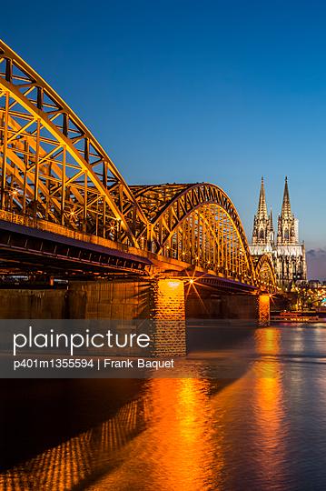 Hohenzollernbrücke und Dom bei Nacht - p401m1355594 von Frank Baquet