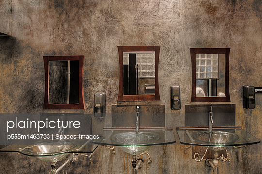 Glass sinks and mirrors in bathroom