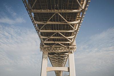 Brücke in Untersicht - p1345m2055592 von Alexandra Kern