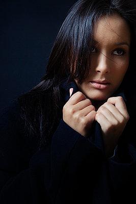 Frauenportrait - p3300357 von Harald Braun