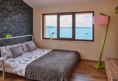 Bedroom with sea view - p390m2279057 by Frank Herfort
