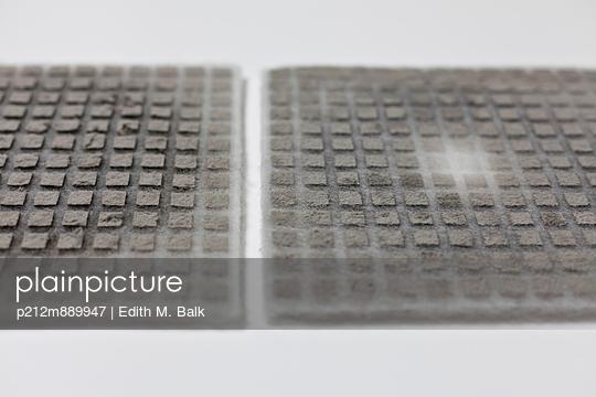 Verdreckter Filter - p212m889947 von Edith M. Balk