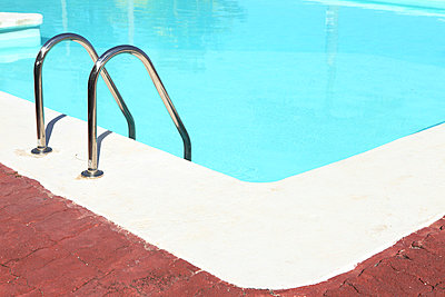 Swim ladder - p045m813474 by Jasmin Sander