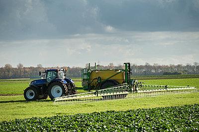 Working farmer - p1354m2285021 by Kaiser
