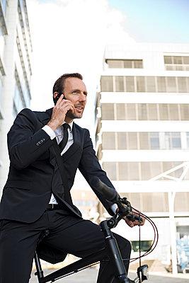 Business Mann - p341m1059481 von Mikesch