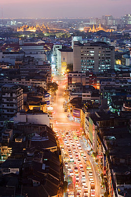 Traffic jam in bangkok chinatown - p9245732f by Image Source